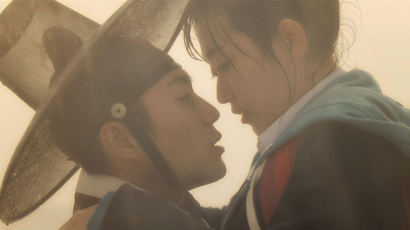 Splash Splash LOVE (2015) Yoon Doo Joon as 'King Se Jong the Great' (left); Kim Seul Gi as 'Jang Dan Bi' (right)